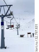 Купить «Mountain ski resort on a foggy day», фото № 32797831, снято 24 декабря 2019 г. (c) Татьяна Ляпи / Фотобанк Лори