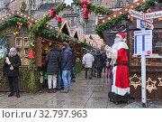 Ульм, Германия. Рождественский базар около Ульмской церкви (2017 год). Редакционное фото, фотограф Михаил Марковский / Фотобанк Лори