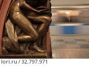 Купить «Москва, фрагмент скульптуры в метрополитене на станции Площадь Революции», эксклюзивное фото № 32797971, снято 25 декабря 2019 г. (c) Дмитрий Неумоин / Фотобанк Лори