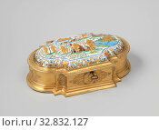 Купить «Toilet box made of gold-plated silver, oval, with vertical and concave sections on the corners and convex ends and a flat front and rear. Vaulted lid with...», фото № 32832127, снято 7 июля 2020 г. (c) age Fotostock / Фотобанк Лори