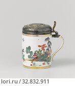 Tankard with a 1633 silver thaler in the lid Beer mug with a silver taler from 1633 Beer mug with lid, multicolored painted with chinoiseries, Beer mug... Редакционное фото, фотограф ARTOKOLORO QUINT LOX LIMITED / age Fotostock / Фотобанк Лори