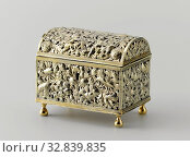Купить «Knot chest of gold-plated silver. Walls and lid open with flower and leaf work. The rectangular box has a convex, hinged lid and rests on four balustering...», фото № 32839835, снято 7 июля 2020 г. (c) age Fotostock / Фотобанк Лори