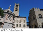 Cathedral Baptistery, Campanone and Palazzo della Ragione, Bergamo, Lombardia, Italy, Europe. Стоковое фото, фотограф Carlo Morucchio / age Fotostock / Фотобанк Лори
