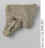 Fragment of a chimney frieze with a partial representation of Mary with child, bosom, anonymous, Utrecht, c. 1510 - c. 1525, sandstone, h 27 cm × w 21 cm × d 5.5 cm. Редакционное фото, фотограф ARTOKOLORO QUINT LOX LIMITED / age Fotostock / Фотобанк Лори