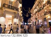 Купить «Пешеходная улица Низами с ночной иллюминацией в центре Баку. Азербайджан», фото № 32884123, снято 22 сентября 2019 г. (c) Евгений Ткачёв / Фотобанк Лори