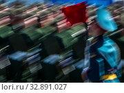 Военнослужащие российской армии во время военного парада на Красной площади города Москвы, посвященного годовщине Великой Победы в Великой Отечественной войне (2015 год). Стоковое фото, фотограф Николай Винокуров / Фотобанк Лори