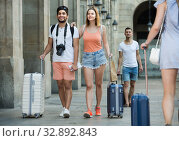 Positive man and woman in shorts with luggage. Стоковое фото, фотограф Яков Филимонов / Фотобанк Лори