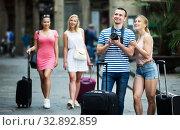 Купить «Couple walking with camera», фото № 32892859, снято 29 февраля 2020 г. (c) Яков Филимонов / Фотобанк Лори