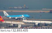 Купить «Boeing 747 approaching in Hong Kong intrenational airport», видеоролик № 32893435, снято 9 ноября 2019 г. (c) Игорь Жоров / Фотобанк Лори