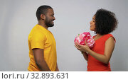 Купить «happy african american couple with flowers», видеоролик № 32893631, снято 20 декабря 2019 г. (c) Syda Productions / Фотобанк Лори