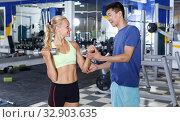 Купить «Couple during weightlifting workout», фото № 32903635, снято 16 июля 2018 г. (c) Яков Филимонов / Фотобанк Лори