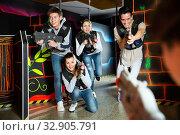 Купить «Nice people aiming laser guns at other players», фото № 32905791, снято 21 января 2020 г. (c) Яков Филимонов / Фотобанк Лори