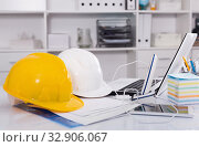 Instruments for building near the laptop. Стоковое фото, фотограф Яков Филимонов / Фотобанк Лори