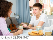 Купить «Happy teenager talking to mom», фото № 32909947, снято 22 февраля 2020 г. (c) Яков Филимонов / Фотобанк Лори