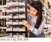 Купить «Asian customer buying false eyelashes», фото № 32910163, снято 24 октября 2019 г. (c) Яков Филимонов / Фотобанк Лори