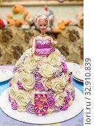 Самодельный торт в виде куклы Барби (2019 год). Редакционное фото, фотограф Игорь Низов / Фотобанк Лори
