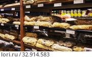 Macaroni products in eco grocery store of Barcelona. Редакционное видео, видеограф Яков Филимонов / Фотобанк Лори