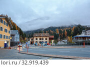 Купить «View of the municipality of Albula-Alvra in the fall on a cloudy day. Albula Region, canton of Graubuenden, Switzerland.», фото № 32919439, снято 8 ноября 2019 г. (c) Bala-Kate / Фотобанк Лори