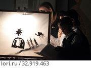Купить «Рождественский спектакль в Балашихинской картинной галерее», эксклюзивное фото № 32919463, снято 10 января 2020 г. (c) Дмитрий Неумоин / Фотобанк Лори