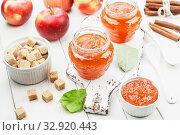 Купить «Яблочный джем», фото № 32920443, снято 7 октября 2019 г. (c) Надежда Мишкова / Фотобанк Лори