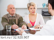 Woman and eldery man with bank employee. Стоковое фото, фотограф Яков Филимонов / Фотобанк Лори