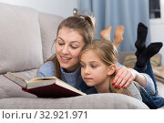 Купить «Mother reads an interesting book for her daughter», фото № 32921971, снято 22 января 2019 г. (c) Яков Филимонов / Фотобанк Лори