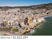 Купить «Aerial view of residence district in town Sitges, Spain», фото № 32922291, снято 26 марта 2018 г. (c) Яков Филимонов / Фотобанк Лори