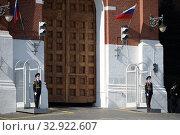 Купить «Военнослужащие роты почетного караула на посту около ворот Спасской башни на Красной площади», фото № 32922607, снято 7 мая 2019 г. (c) Free Wind / Фотобанк Лори