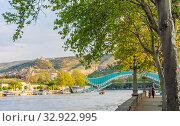 Купить «The view on the Peace Bridge with the Sololaki Hill and old town buildings on the background, Tbilisi, Georgia», фото № 32922995, снято 13 июля 2020 г. (c) Николай Коржов / Фотобанк Лори
