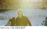 Купить «A young woman figure skater spinning around herself on ice rink», видеоролик № 32929827, снято 29 марта 2020 г. (c) Константин Шишкин / Фотобанк Лори