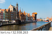Sunny day of Motlawa river embankment in historical part of Gdansk, Poland (2018 год). Редакционное фото, фотограф Яков Филимонов / Фотобанк Лори