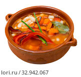 Купить «Soup of bean with boiled carrots, pepper and greens, served in bowl», фото № 32942067, снято 8 июля 2020 г. (c) Яков Филимонов / Фотобанк Лори