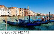 Купить «Venetian gondolas moored in Grand Canal», фото № 32942143, снято 5 сентября 2019 г. (c) Яков Филимонов / Фотобанк Лори