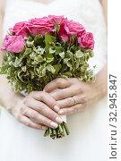 Купить «Hands of the bride with bouquet.», фото № 32945847, снято 5 апреля 2020 г. (c) easy Fotostock / Фотобанк Лори