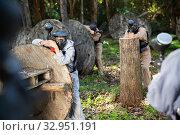 Купить «Men and women playing paintball», фото № 32951191, снято 23 января 2020 г. (c) Яков Филимонов / Фотобанк Лори