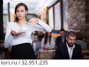 waitress female holding a tray with money. Стоковое фото, фотограф Яков Филимонов / Фотобанк Лори