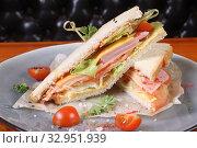 Купить «Сендвич с ветчиной», эксклюзивное фото № 32951939, снято 17 ноября 2015 г. (c) Инна Козырина (Трепоухова) / Фотобанк Лори