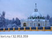 Купить «Зимний вечер в Кусково, Москва», фото № 32953359, снято 11 января 2020 г. (c) Natalya Sidorova / Фотобанк Лори