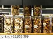 Купить «Dried mushrooms in jars for sale», фото № 32953599, снято 31 марта 2020 г. (c) Яков Филимонов / Фотобанк Лори