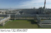 Aerial shot of oil refinery area. Стоковое видео, видеограф Данил Руденко / Фотобанк Лори