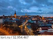 Купить «Top view of the Old Town and Viru gate in winter dark evening, Tallinn, Estonia», фото № 32954467, снято 1 января 2020 г. (c) Юлия Кузнецова / Фотобанк Лори