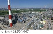 Aerial view of oil refinery. Стоковое видео, видеограф Данил Руденко / Фотобанк Лори