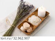 Купить «sea salt, soap, candle and lavender on bath towel», фото № 32962907, снято 8 ноября 2018 г. (c) Syda Productions / Фотобанк Лори