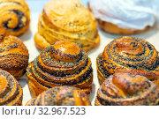 Купить «Bakery products. Glazed buns - curls with poppy seeds and sugar. Close-up.», фото № 32967523, снято 6 декабря 2019 г. (c) Акиньшин Владимир / Фотобанк Лори