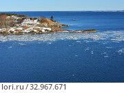 Baltic Sea with floating ice near island coast of Helsinki Archipelago. Finland (2018 год). Стоковое фото, фотограф Валерия Попова / Фотобанк Лори