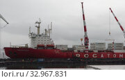 Купить «Unloaded container ship Sevmorput - nuclear-powered icebreaker lighter aboard ship carrier. Zoom in time lapse. Container terminal commercial sea port. Pacific Ocean, Kamchatka Peninsula», видеоролик № 32967831, снято 17 сентября 2019 г. (c) А. А. Пирагис / Фотобанк Лори