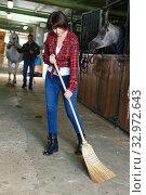 Woman working a horse stable. Стоковое фото, фотограф Яков Филимонов / Фотобанк Лори