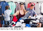 Купить «People at the clearance sale shop», фото № 32972679, снято 13 апреля 2017 г. (c) Яков Филимонов / Фотобанк Лори