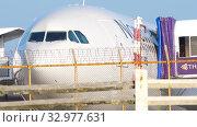 Купить «Close-up cockpit view Airbus A330», видеоролик № 32977631, снято 12 ноября 2019 г. (c) Игорь Жоров / Фотобанк Лори