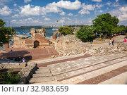 Ancient theatre in Nessebar (2019 год). Редакционное фото, фотограф Юлия Бабкина / Фотобанк Лори